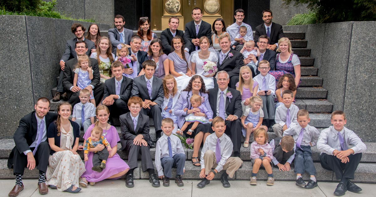 extended Smith family at 2015 wedding of Christine